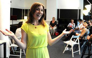 Atelier collectif s'affirmer par le travail de la voix pour les femmes en entreprise par Christine Moussot - Expressions voix, organisme de formation professionnelle sur la voix et la communication non verbale